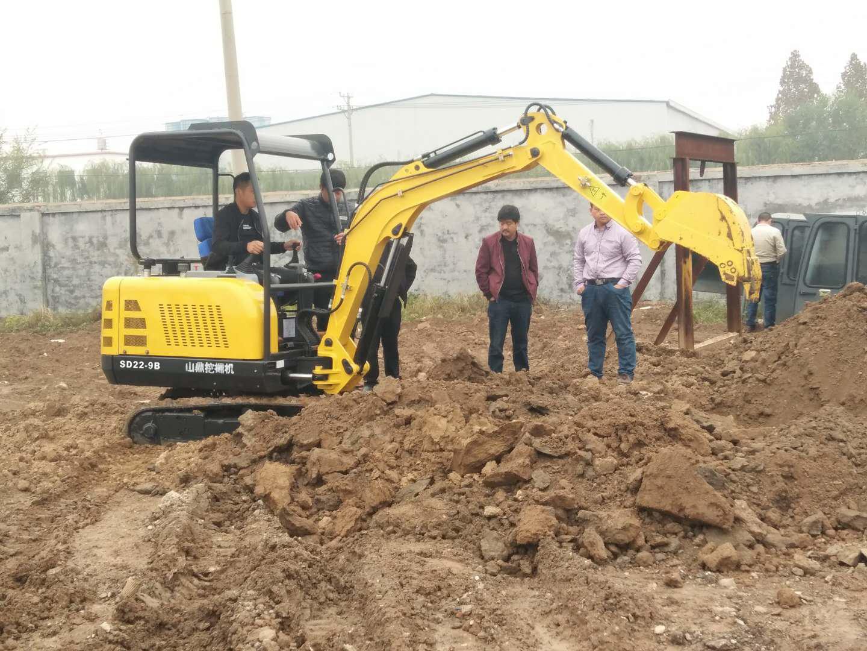 兰州现代挖掘机培训学校―挖掘机培训现场